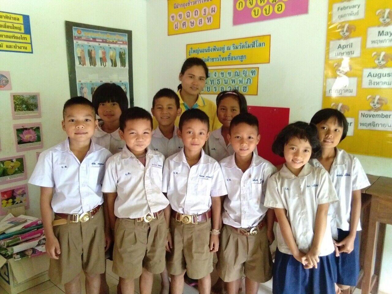 THAILANDE : Belle Moisson éducative à L'école Saint-Joseph De Huaynamyen
