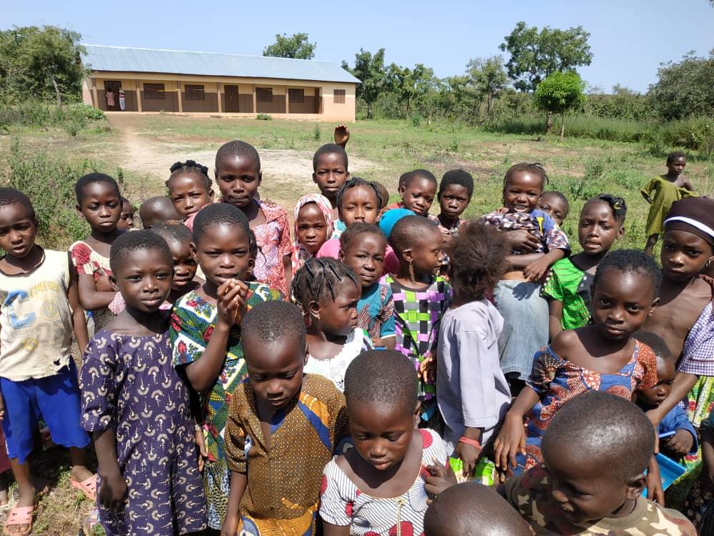 Enfants Bénéficiaires Des écoles De La Paroisse D'Alfa Kpara, Diocèse De Djougou, Bénin